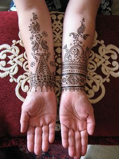 Amazing henna tattoos.... they'd look good as permanent tattoos as well @fiance9