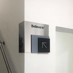 473 отметок «Нравится», 8 комментариев — Believe in® (@believeindesign) в Instagram: «New directional signage at Believe in®, UK. Wraps wall, on stairs, leading to our 3rd floor…»