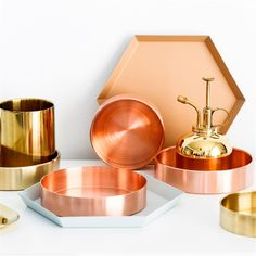 Cheap storage tray, Buy Quality metal storage tray directly from China round copper tray Suppliers: Nordic Copper Round Storage Tray Desk Metal Storage Organizer Rose Gold Jewelry Organizer Small Items Storage Dishes Home Decor Copper Uses, Copper Tray, Home Design, Jewelry Organization, Storage Organization, Jewelry Tray, Women's Jewelry, Fine Jewelry, Jewelry Ideas