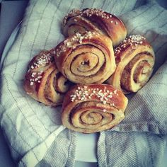 Korvapuusti aka Finnish cinnamon rolls - when did I stop baking? And why god dammit? Finnish Recipes, Types Of Bread, Pastry And Bakery, Sweet Pastries, Tea Cakes, Sweet Bread, Cinnamon Rolls, No Bake Cake, Food Inspiration