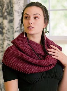 free pattern. would be nice to have a scarf that doesn't hang into things you're working on when leaning forward.