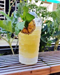 For those of you who are not ready to let the good weather go.  Here's the -Neverending Summer 🔆💛- a  very refreshing cocktail specially made at @brisket.bbq.ch in Zürich, Switzerland🇨🇭  Ingredients:   (Shaken) - Ron de Jeremy Reserva - Plantation Original Dark rum - Cointreau orange liqueur - Falernum - Lemon juice - Lime juice - Orgeat syrup   - Topped off with soda water Cocktail Ideas, Refreshing Cocktails, Brisket, Lime Juice, Syrup, Switzerland, Soda, Bbq, Lemon