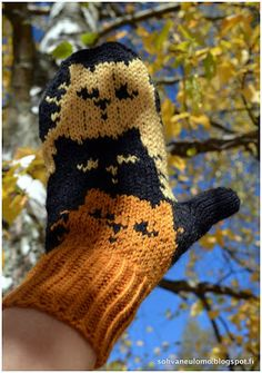 Neuleblogi Mittens Pattern, Cat Pattern, Knitting Socks, Knitted Cat, Knitted Gloves, Fair Isle Pattern, How To Purl Knit, Knit Or Crochet, Sequins