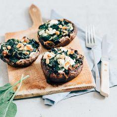 1,006 vind-ik-leuks, 18 reacties - Pauline - Uit Pauline's Keuken (@uitpaulineskeuken) op Instagram: 'Lekker vega! Deze gevulde portobello's met spinazie en geitenkaas staan nu online. Link in bio!…'