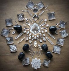 Quartz, Nuummite and Herkimer Diamond Crystal Grid by Woodlights Woudlicht Crystal Guide, Crystal Magic, Crystal Healing, Chakra Crystals, Crystals And Gemstones, Stones And Crystals, Wicca Crystals, Gem Stones, Crystal Mandala