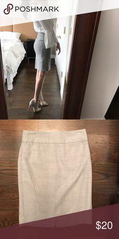 Gray BR pencil skirt Banana Republic gray pencil skirt, great neutral addition to any closet! 👌 Banana Republic Skirts Pencil