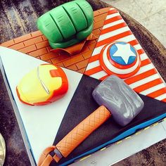 We love how this cake features multiple characters from The Avengers. Source: Instagram user cheejuen