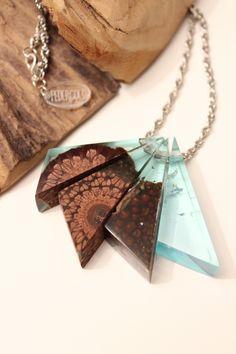 Silber Halskette mit Holz-Harz-Anhänger - handgemacht aus australischem Holz und türkis blauem Kunstharz von FedergoldDesign auf Etsy