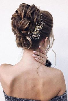 Timeless Bridal Hairstyles ★ timeless bridal hairstyles elegant high volume bun with gold and crystal accessorie xenia_stylist hairstyles chignon Wedding Hairstyles Best Ideas For 2020 Brides Great Hairstyles, Elegant Hairstyles, Party Hairstyles, Bride Hairstyles, Wedding Hair And Makeup, Bridal Hair, Bohemian Wedding Hair, Prom Hair, Hair Inspiration