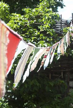 Love the unfinished sides of this bunting.  Couldn't get much easier.