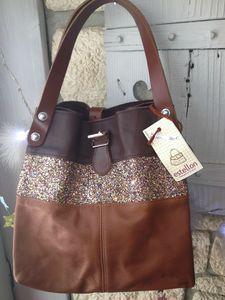 sac Estellon cabas largeur 46 cm, hauteur 36 cm et hauteur des anses 18 cm. Leather Purses, Leather Handbags, Leather Bag, Handbags For Men, Fashion Handbags, Jean Purses, Purses And Bags, Diy Sac, Couture Bags