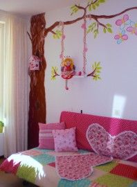 one amazing mural painting & that girl! I NEED THIS. actually in my own room. Sanne has a tree already. haha.