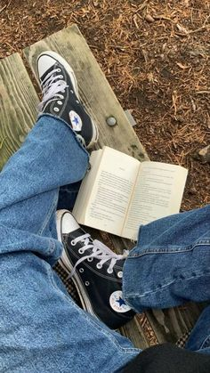 Autumn Aesthetic, Book Aesthetic, Aesthetic Pictures, Gilmore Girls, Rory Gilmore, Best Seasons, We Fall In Love, Photo Dump, Mode Outfits