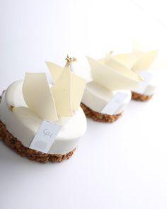 - PASTRYSTUDIO BY GARUHARU - Pastry master class_season.1 2018년 1월 개강 일정이 오픈 되었습니다. - Pastry master class_season.1 에서는 제과의 기본 제법들을 이해하도록 구성된 16주 동안의 커리큘럼을 통해 정통, 현대, 그리고 퓨전 스타일의 다양한 레시피와 테크닉을 소개합니다. - 자세한 내용 및 수강신청 방법은 www.garuharu.com 에서 확인하세요. - GARUHARU