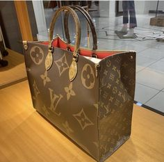 louis vuitton handbags LV Women Leather Shoulder Bag Tote Handbag For 2019 Women Style Louis Vuitton Handbags, Purses And Handbags, Sacs Louis Vuiton, Sac Speedy Louis Vuitton, Sacs Design, Fab Bag, Vuitton Bag, Luxury Bags, Mode Style