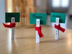 Make Christmas place cards with clothespins . - Make Christmas place cards with clothespins - Christmas Place Cards, Merry Christmas, Christmas Home, Christmas Decorations, Holiday Decor, Christmas Cracker, Anime Pokemon, Deco Table Noel, Diy Bathroom