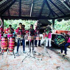 Carnaval Santa Cruz #boliviantours Bolivia, Drums, Music Instruments, Amazing, Santa Cruz, Carnival, Percussion, Musical Instruments, Drum