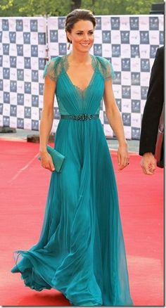 LOVE THIS DRESS!!!! And the color!!!!! Kate Middleton, Duchess of Cambridge