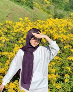 Image may contain: one or more people, people standing, flower, outdoor and nature Modern Hijab Fashion, Street Hijab Fashion, Muslim Fashion, Casual Hijab Outfit, Hijab Chic, Hijabi Girl, Girl Hijab, Hijab Gown, Hijab Fashionista