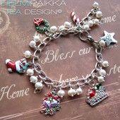Valkoinen joulukilinä emalikoristeisilla amuleteilla - Helmipaikka Oy - Joka päivä on korupäivä - Christmas jewelry