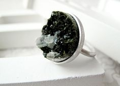 Mervellous mineral rings at Naventin on Etsy