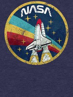 T-shirt 'Nasa Vintage Colors par Lidra Vintage T-shirts, Style Vintage, Vintage Colors, Vintage Jewelry, Vintage Travel, Universe Drawing, American Flag Drawing, Images Wallpaper, Cartoon Wallpaper