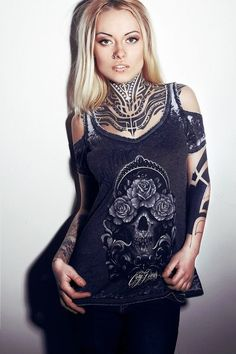 100 Tattooed Girls Show off Their Tattoo Arts Classy Tattoos, Cute Girl Tattoos, Hot Tattoo Girls, Sexy Tattoos, Female Tattoo Models, Chest Piece Tattoos, Girls Showing Off, Tattoo Now, Womens Bodysuit