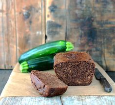 Paleo Low-Carb Chocolate Zucchini Bread made with an almond flour base is an easy one-bowl gluten-free, grain-free, dairy-free recipe. Paleo Dessert, Low Carb Dessert, Paleo Sweets, Gluten Free Desserts, Dairy Free Recipes, Paleo Recipes, Real Food Recipes, Gluten Free Quick Bread, Quick Bread Recipes