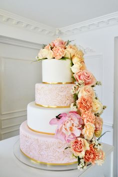 Romantic Wedding Cake with natural flowers Peony, roses and carnations Created by Delicatesse Postres Panama Quince Cakes, Carnations, Peony, Panama, Wedding Cakes, Romantic, Foods, Drinks, Rose
