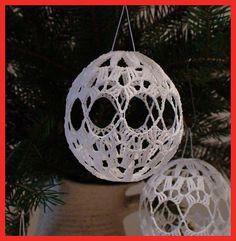 Risultati immagini per christmas crochet cover ornaments Christmas Globes, Christmas Makes, Christmas Bells, Christmas Angels, Quilted Ornaments, Crochet Ornaments, Xmas Ornaments, Crochet Christmas Decorations, Crochet Decoration