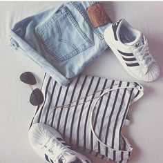Sneakers femme - Adidas Superstar Rose Gold - Adidas Shoes for Woman Cute Teen Outfits, Outfits For Teens, Casual Outfits, Summer Outfits, Cute Addidas Outfits, Cute Teen Shoes, Adidas Outfit, Grunge Outfits, Look Fashion