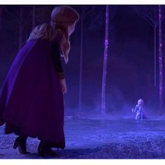 "𝒜𝓇𝑒𝓃𝒹𝑒𝓁𝓁𝑒𝓏 𝒬𝓊𝑒𝑒𝓃👸🏼 on Instagram: ""THIS scene where Elsa is totally exhausted and she seems to try to say Anna ""stay away, this is too dangerous for you…"" or something like…"""
