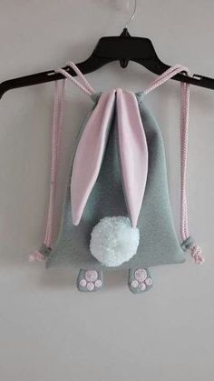 Bunny backpack - no link to pattern Sewing For Kids, Baby Sewing, Diy For Kids, Sewing To Sell, Fabric Crafts, Sewing Crafts, Sewing Projects, Knitting Projects, Sewing Diy