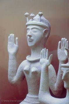 Pictures of Greece - - Minoan sculpture, Archeological Museum Creta, Greek History, Art History, Bronze Age Civilization, Minoan Art, Greece Pictures, Small Sculptures, Ancient Artifacts, Ancient Greece