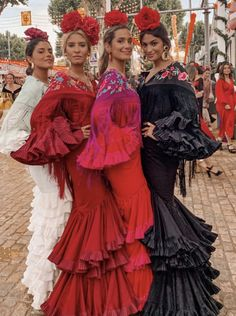 Spanish Dress Flamenco, Flamenco Dresses, Mexican Costume, Carnival Outfits, Spanish Woman, Tribal Dress, Wedding Costumes, Period Outfit, Festival Wear