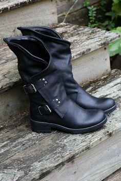 45795071541f SZ 7 Westward Bound Black Tulip Boot With Buckle Hardware