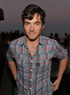 Ezra, Pretty Little Liars. Ian Harding. [drool]