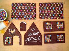 La casetta di pan di zenzero o gingerbread house è un dolce tipico delle feste Natalizie, interamente commestibile, si decora con ghiaccia reale e per renderla davvero unica e fiabesca