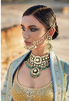 Jewellery is the best way to complete your look with style, be it with heavy, authentic gold or fashion baubles. Here are some new jewellery design images to get inspired! Indian Wedding Jewelry, Indian Jewelry, Bridal Jewelry, Beaded Jewelry, Jewellery Design Images, Jewelry Design, Pakistani Bridal Wear, Indian Bridal, Bridal Jewellery Inspiration