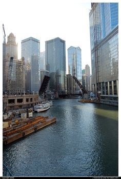 Chicago Architecture Boat Tour : The Chicago River cuts through the city of Chicago, Illinois Chicago Usa, Chicago River, Chicago City, Chicago Illinois, Vacations To Go, Vacation Spots, Vacation Destinations, Wonderful Places, Beautiful Places