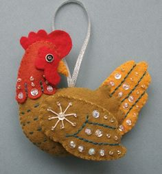mmmcrafts: handmade gifts french hen for Shari Christmas Ornaments To Make, Felt Ornaments, Felt Decorations, Christmas Decorations, Christmas Ideas, Felt Crafts, Fabric Crafts, Easter Crafts, Chicken Crafts