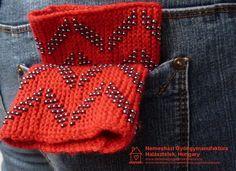 Használaton kívül úgy fér el a farmerod hátsó zsebében, hogy szinte észre sem veszed. Próbáld ki! #érmelegítő #lélekmelegítő #wristler Gin, Farmer, Knitted Hats, Knitting, Fashion, Moda, Tricot, Fashion Styles, Breien