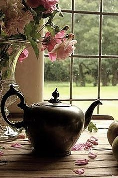 """""""My philosophy: teatime = when the world stands still & dreams have time to marinate."""""""