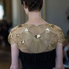 "Is it bejewelled couture, or hand-sewn jewellery? ""The Cape de Lumière"" or Mantle of Light stretches the limits of jewellery-making further than ever. Fashion Details, Look Fashion, Fashion Art, High Fashion, Womens Fashion, Fashion Design, Kleidung Design, Bridesmaid Jewelry, Costume Design"