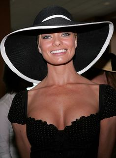 Jaime Pressly in a black Derby dress and hat. The petite actress knows that bronzed skin is the most striking complement against a black Derby dress and hat Kentucky Derby Outfit, Derby Attire, Kentucky Derby Fashion, Derby Outfits, Derby Party, Hat Party, Love Hat, Summer Hats, Hats For Women