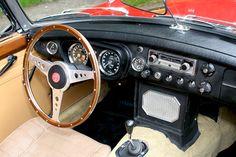 MGB Roadster Beautiful wood steering wheel