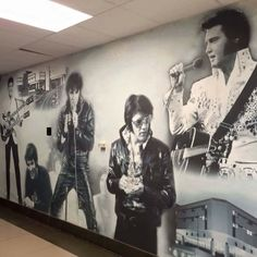 {*Elvis i want this wall paper :)