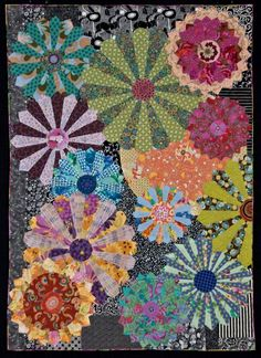"""My Flower Plates"" by Candyce Copp Grisham. Dresden plate quilt by nadine Dresden Quilt, Circle Quilts, Quilt Blocks, Circle Quilt Patterns, Modern Quilt Patterns, Patchwork Patterns, Quilting Projects, Quilting Designs, Quilting Ideas"