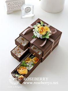 ベルギーチョコレートの箱 ❤ http://livedoor.blogimg.jp/roseberry_diary/imgs/f/6/f6319067.jpg