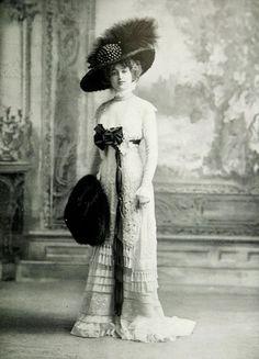 1909, Mlle Gaby Deslys wearing a lace dress designed by la Grande Maison de Dentelles for the Exhibition of London